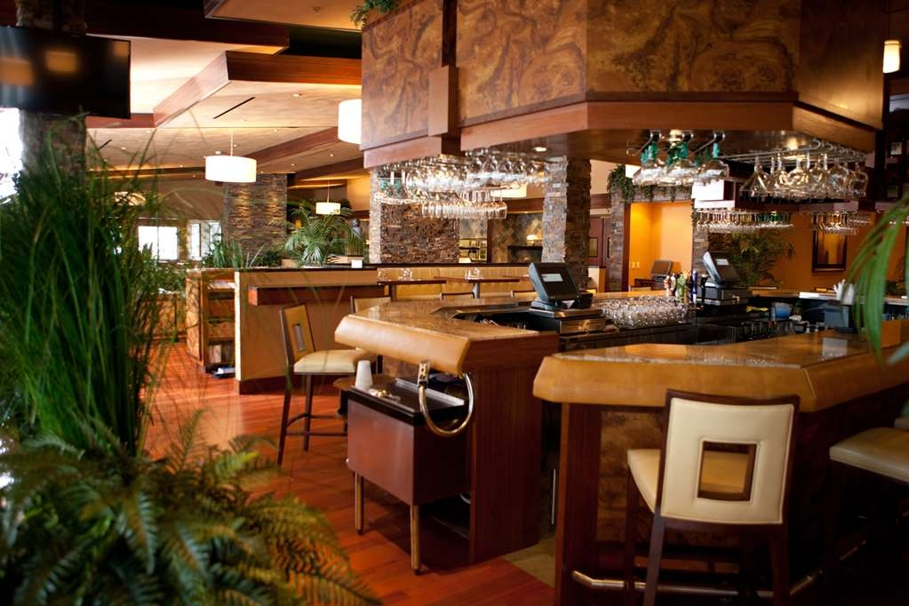 Best Western Plus Oswego Hotel and Conference Center - Alex's On the Water Bar