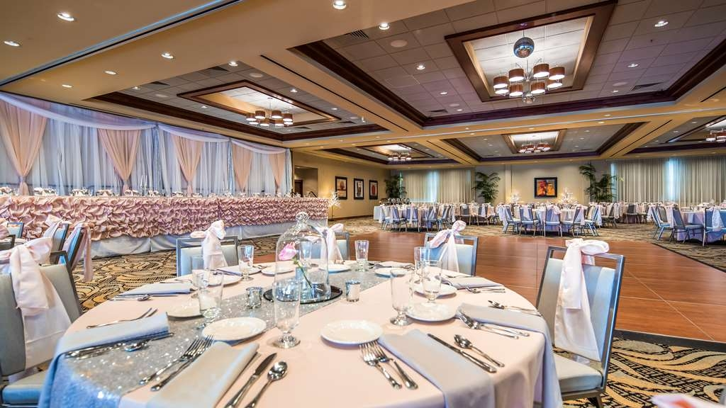 Best Western Plus Oswego Hotel and Conference Center - Banquet Space