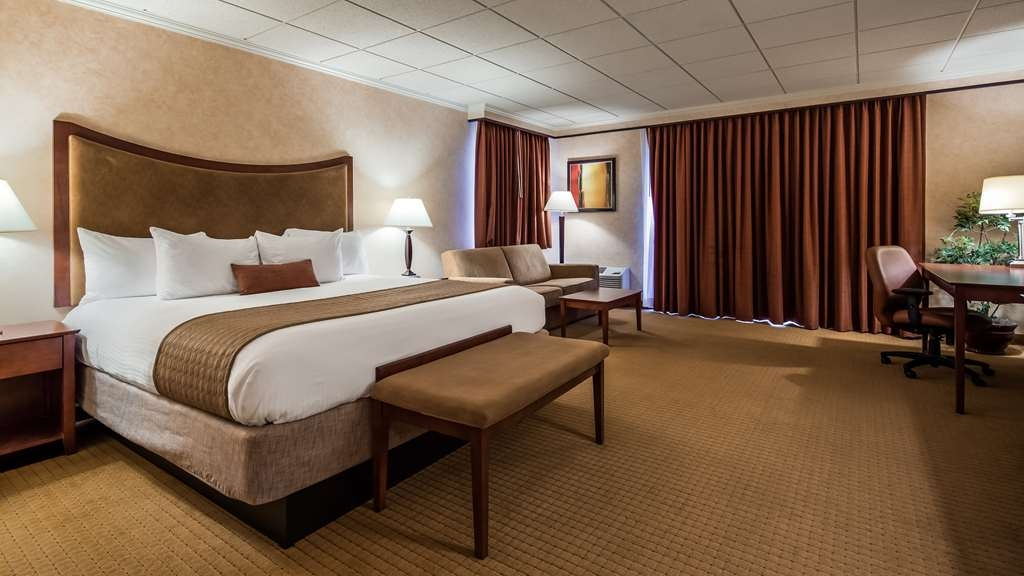 Best Western Plus Oswego Hotel and Conference Center - Guest Room