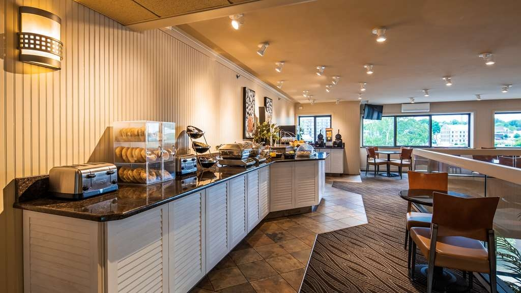 Best Western Plus Oswego Hotel and Conference Center - Breakfast Area