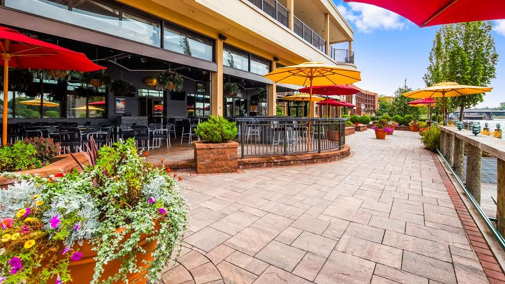 Best Western Plus Oswego Hotel and Conference Center - Patio