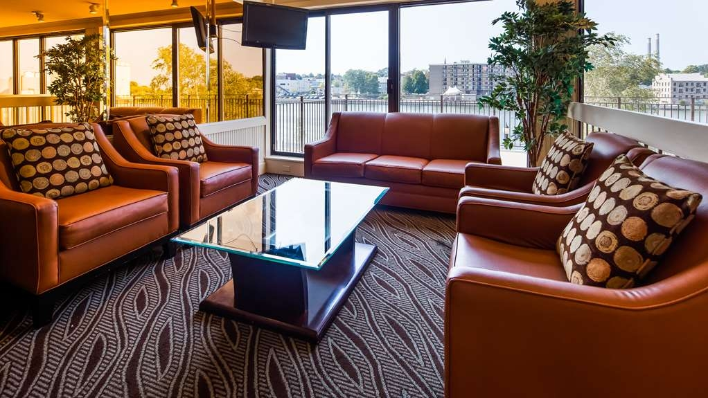 Best Western Plus Oswego Hotel and Conference Center - Sitting Area