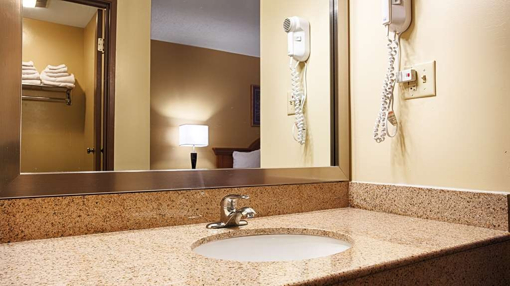 Best Western Monticello - Enjoy getting ready for a day of adventure in this fully equipped guest bathroom.