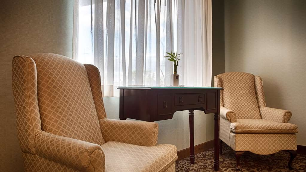 Best Western Summit Inn - Meet up with friends or enjoy some quiet time in our lobby.