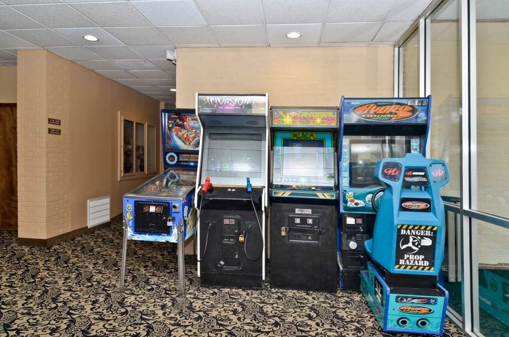 Best Western Summit Inn - Feel free to try your hand at pinball or one of our other great games!