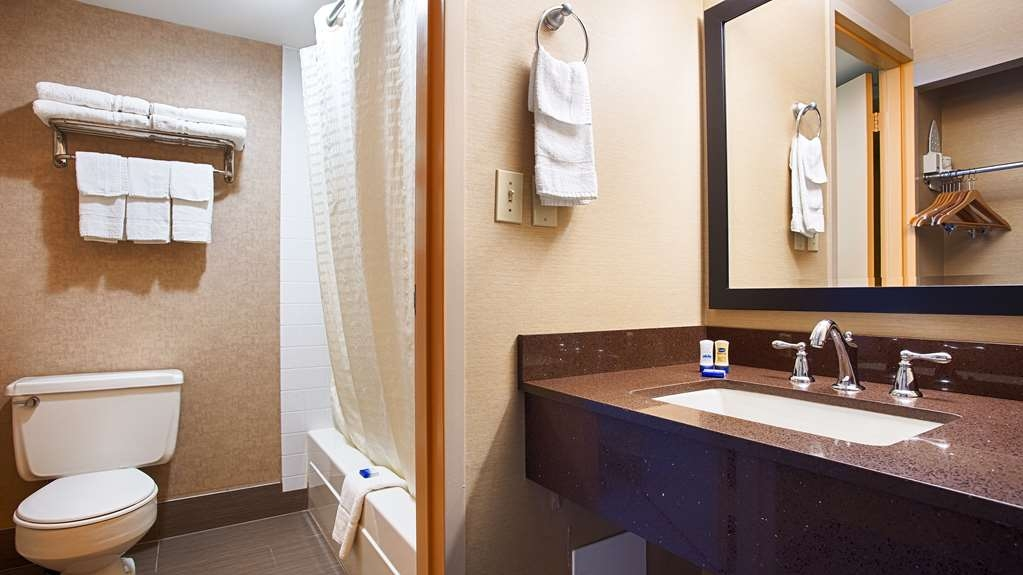 Best Western Summit Inn - All guest bathrooms have a large vanity with plenty of room to unpack the necessities.