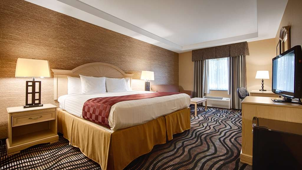 Best Western Summit Inn - Feel free to relax in our luxurious king guest room. All of our rooms have refrigerators and other amenities.