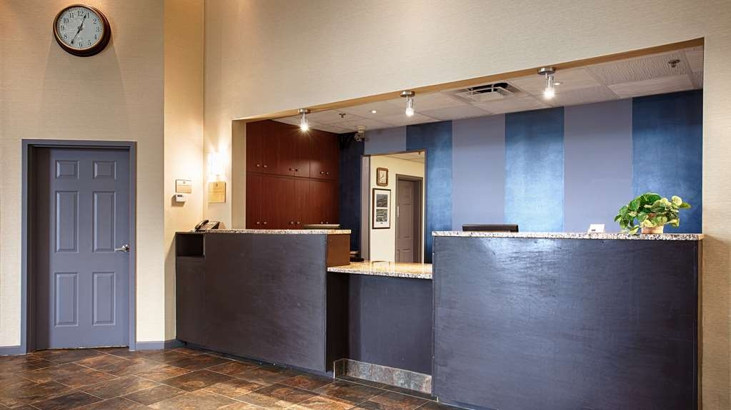 Best Western Cooperstown Inn & Suites - reception