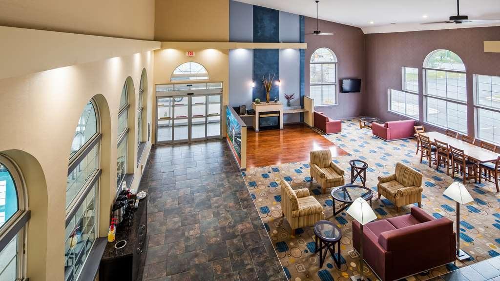 Best Western Cooperstown Inn & Suites - Vista del vestíbulo