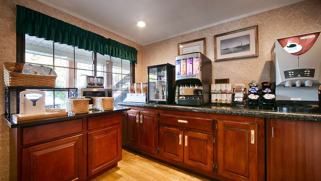 Best Western Woodbury Inn - Kick-start your morning with a complimentary deluxe breakfast at the Best Western Woodbury Inn.