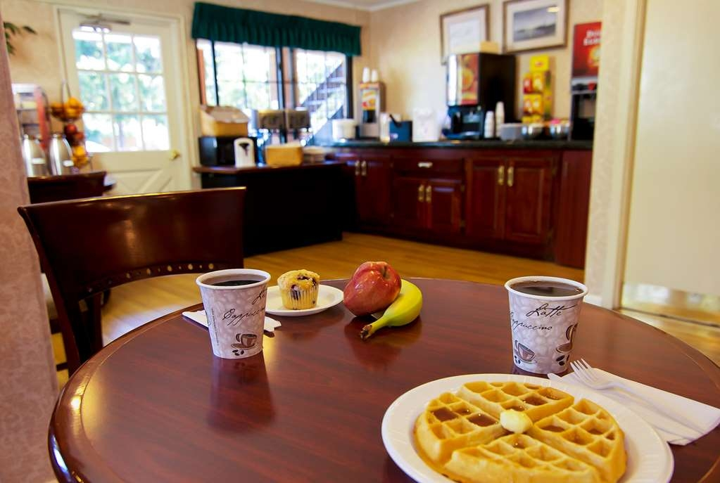 Best Western Woodbury Inn - We offer a complimentary deluxe continental breakfast daily, featuring make-your-own waffles!