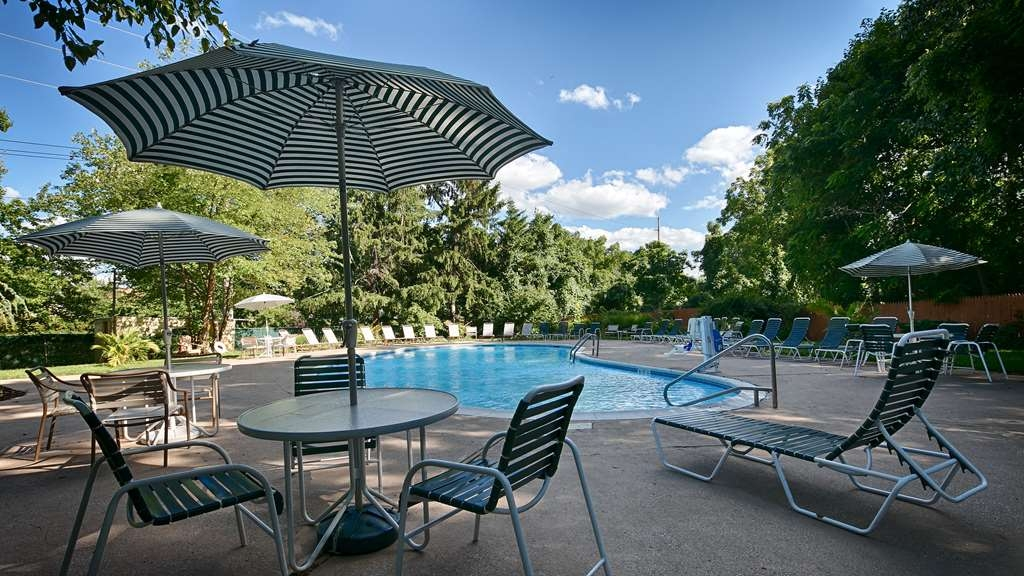 Best Western Woodbury Inn - Vista de la piscina