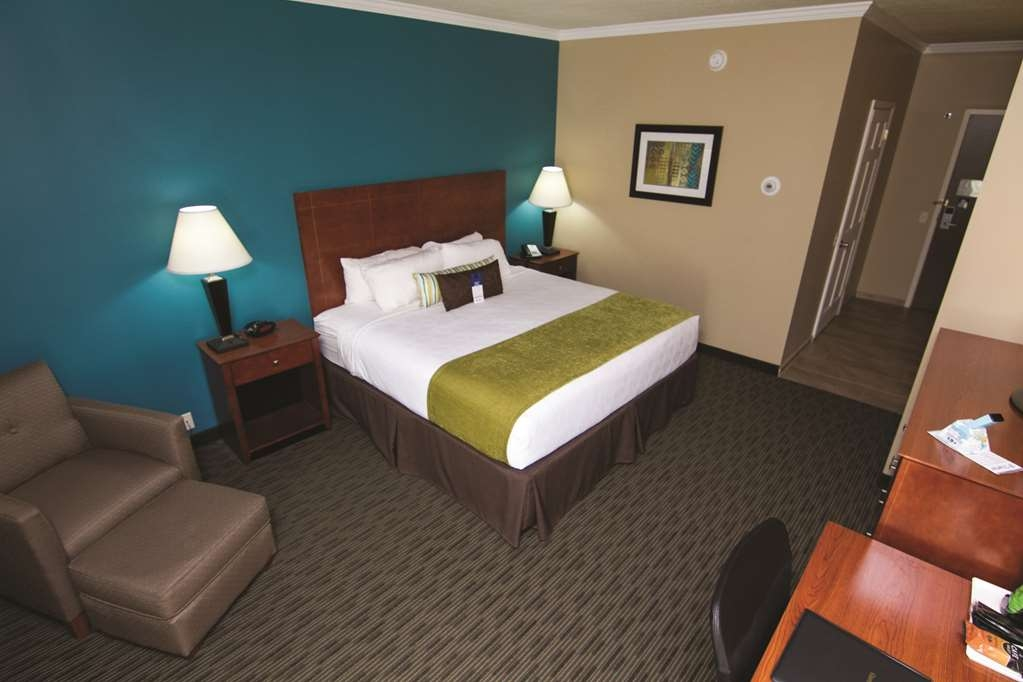 Best Western Plus Plattsburgh - At the end of a long day, relax in our clean, fresh queen room.