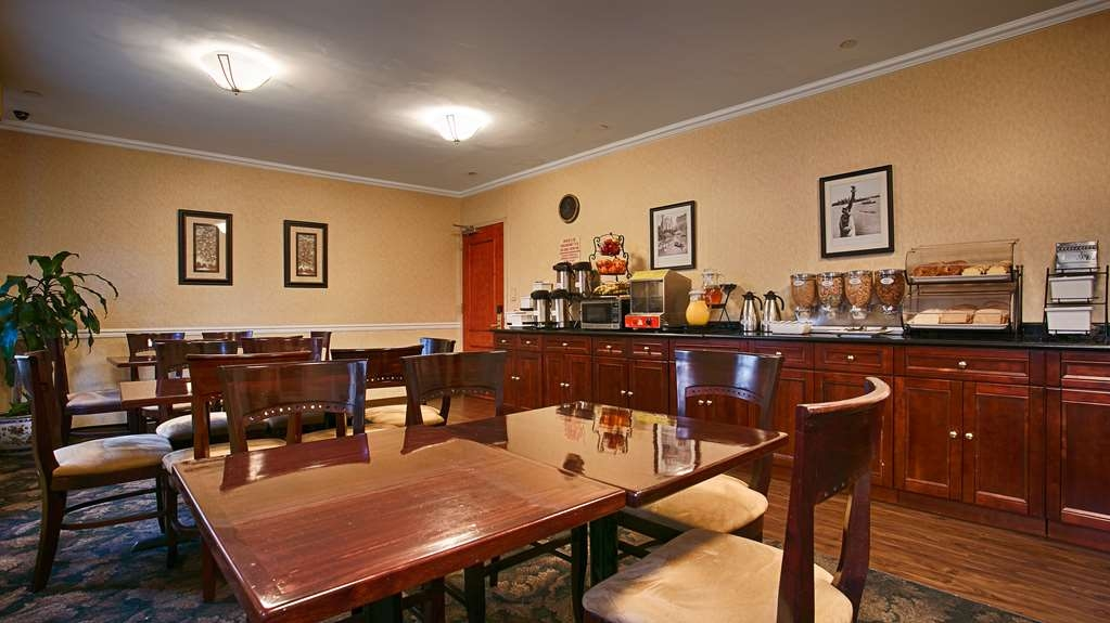 Best Western Queens Court Hotel - Breakfast Area