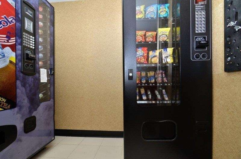 Best Western Queens Court Hotel - Craving a snack or something to drink? Stop by our on-site vending area.