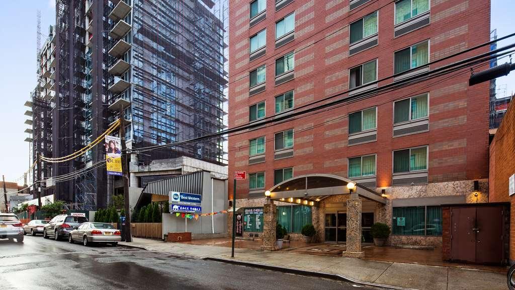 Best Western Queens Court Hotel - Façade