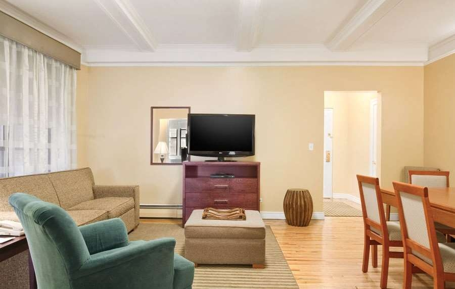 Best Western Plus Hospitality House - The BEST WESTERN PLUS Hospitality House offers premium amenities with all two bedroom apartment suites.