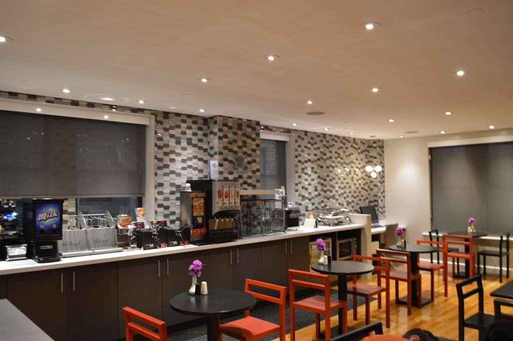 Best Western Plus Hospitality House - Le petit déjeuner buffet