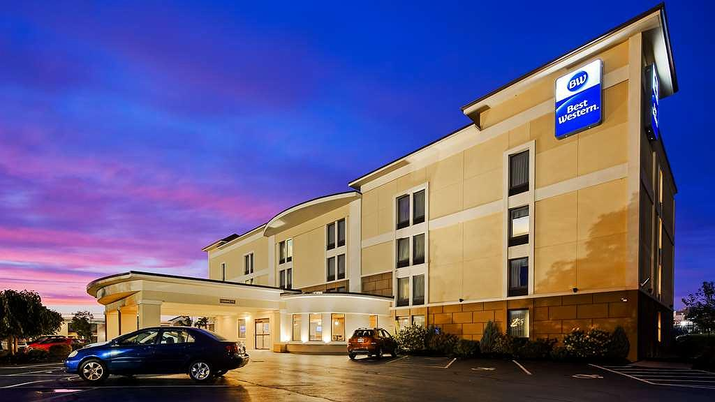 Best Western The Inn at Buffalo Airport - Exterior Night