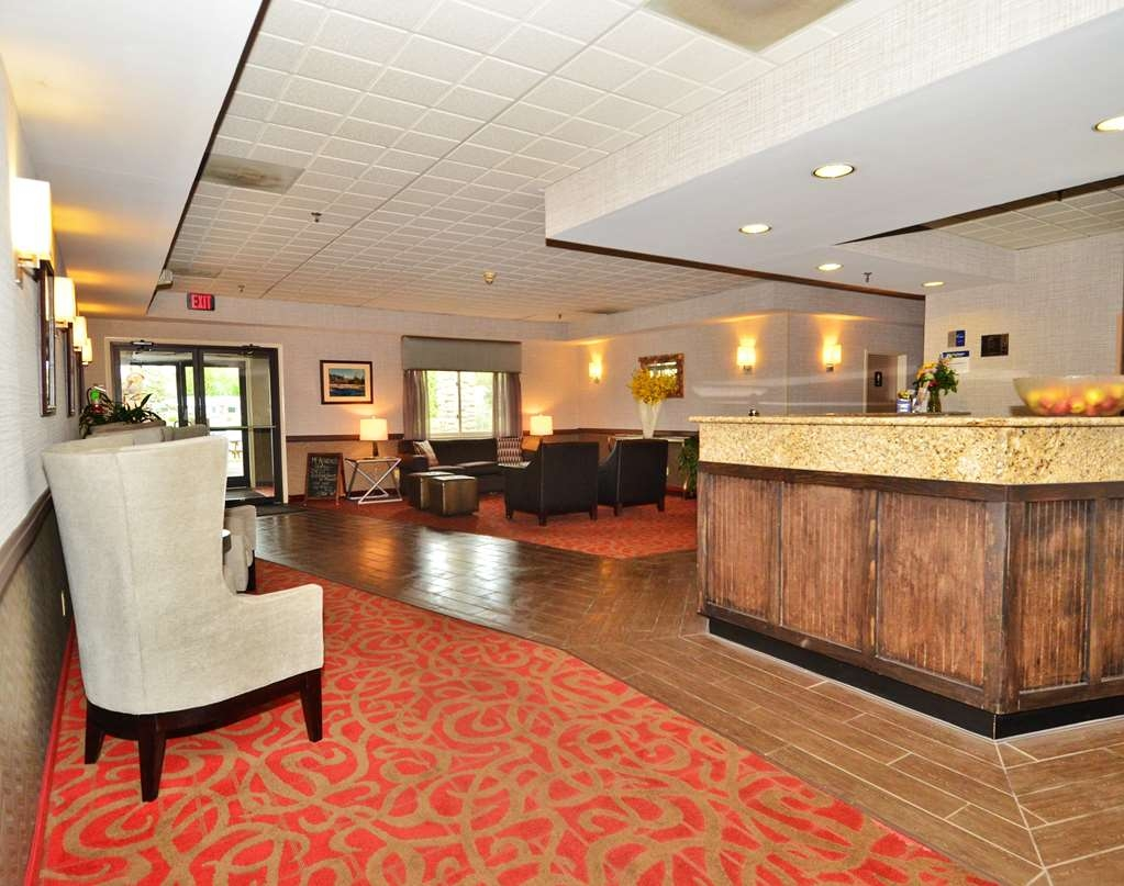 Best Western Saranac Lake - From the moment you enter our hotel our gracious 24-hour front desk staff will make you feel welcome.