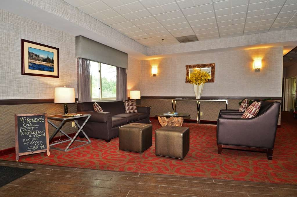 Best Western Saranac Lake - Come and enjoy our spacious lobby offering a place to socialize with other guests or members of your party.