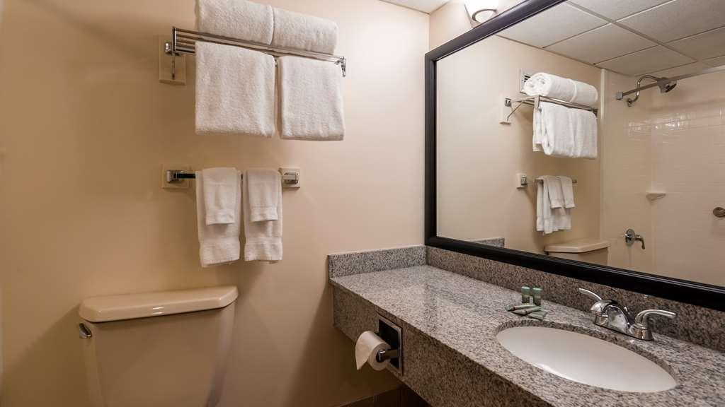 Best Western Saranac Lake - Guest Bath Room