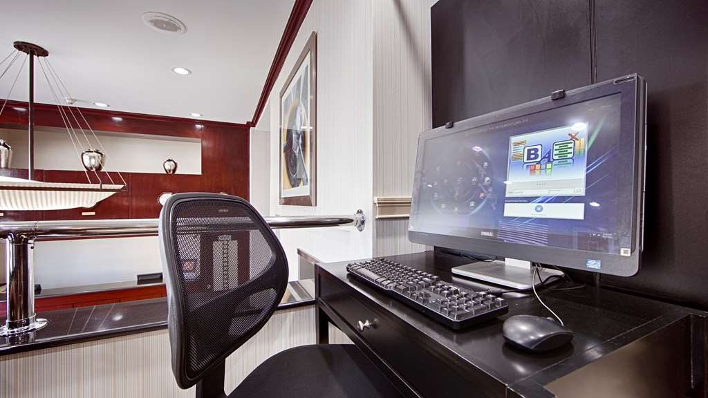 Best Western JFK Airport Hotel - Print out your boarding pass or look up directions to a local restaurant.