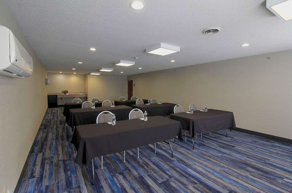 Best Western Plus Liverpool-Syracuse Inn & Suites - Our Wi-Fi enabled meeting room can accommodate up to 30 people; and is extremely popular for corporate meetings, trainings, seminars, testing, team building exercises, corporate retreats, intimate parties and gatherings.