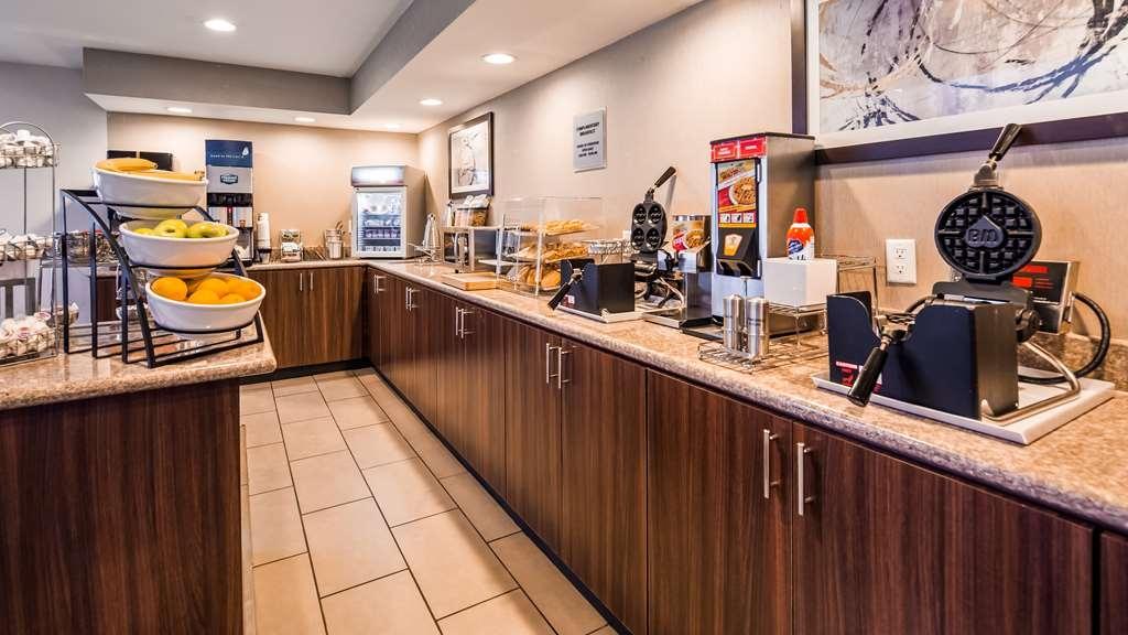 Best Western Plus Liverpool-Syracuse Inn & Suites - Breakfast Area