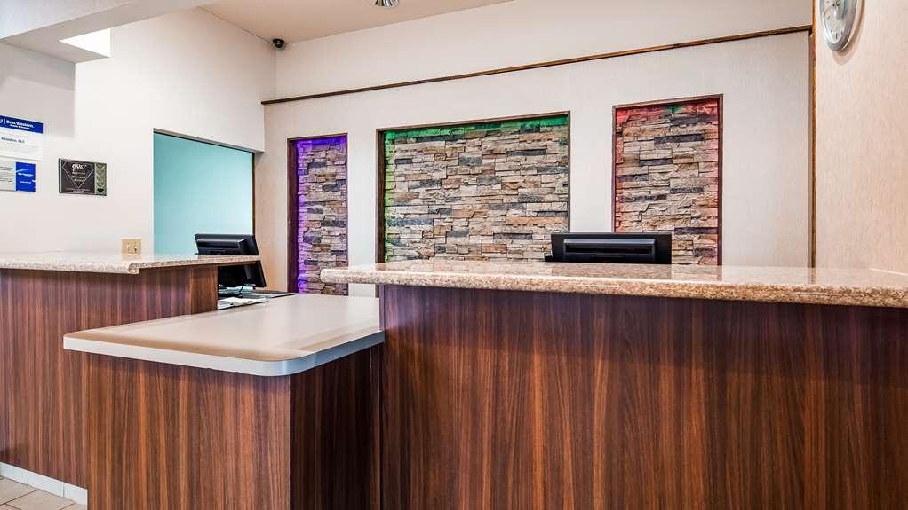 Best Western Plus Liverpool-Syracuse Inn & Suites - Vista del vestíbulo