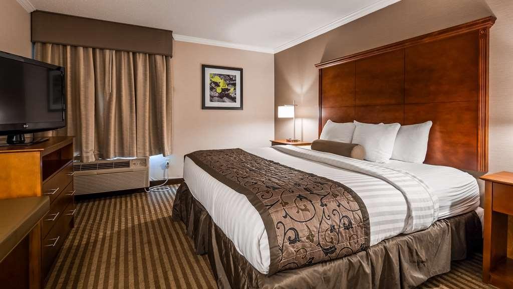 Best Western Plus Liverpool-Syracuse Inn & Suites - Guest Room