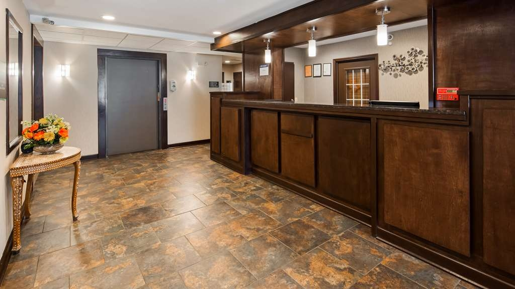 Best Western Crown Inn & Suites - Vue du lobby
