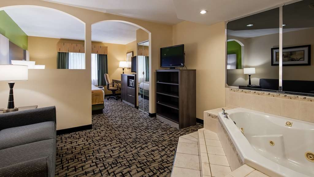 Best Western Crown Inn & Suites - Suite