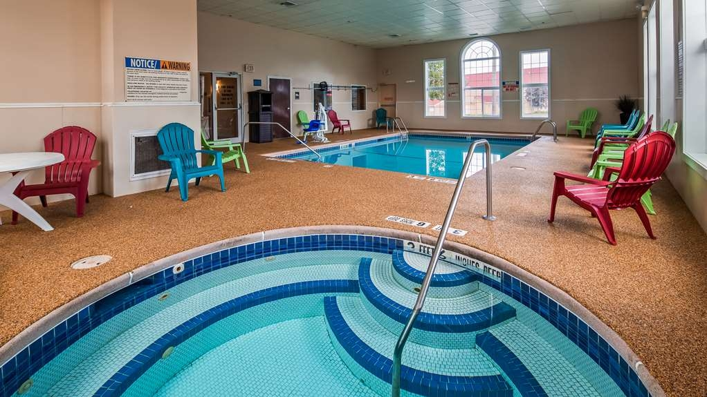 Best Western Crown Inn & Suites - Vue de la piscine