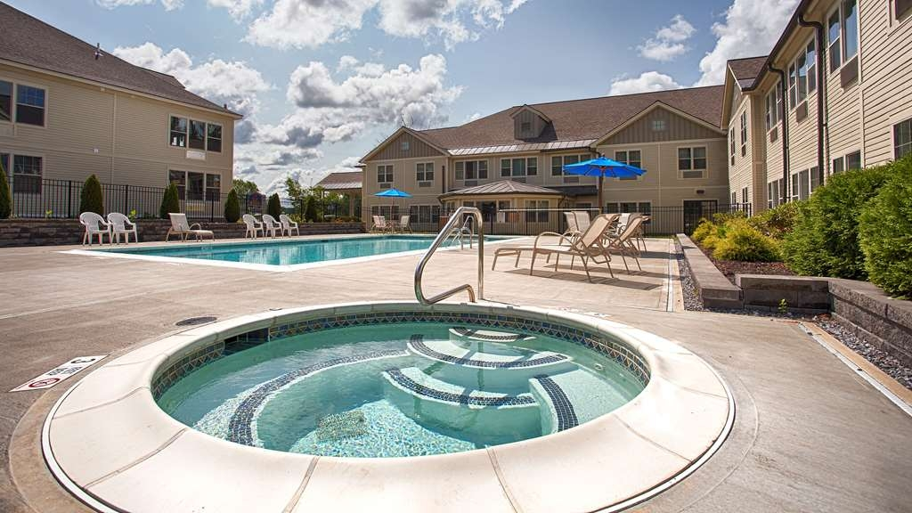 Best Western Plus Saratoga Springs - Take a few minutes out of your day to soak your sore muscles in our exquisite hot tub.