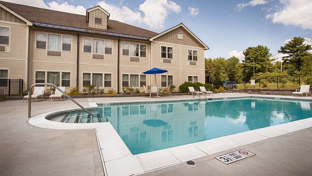 Best Western Plus Saratoga Springs - Plan an afternoon with the family at our sparkling outdoor swimming pool.