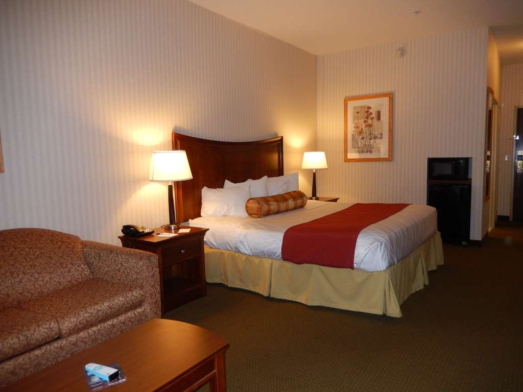 Best Western Plus Saratoga Springs - Relax after a long day of travel in our king guest room or suite! Equipped with mini refrigerator and microwave.