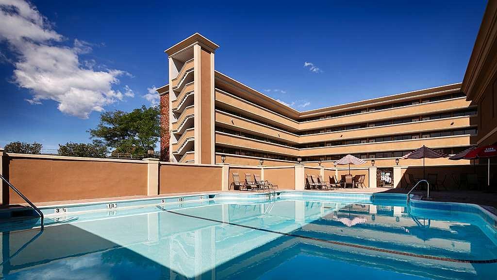 Hotel in Rockville Centre | Best Western Mill River Manor