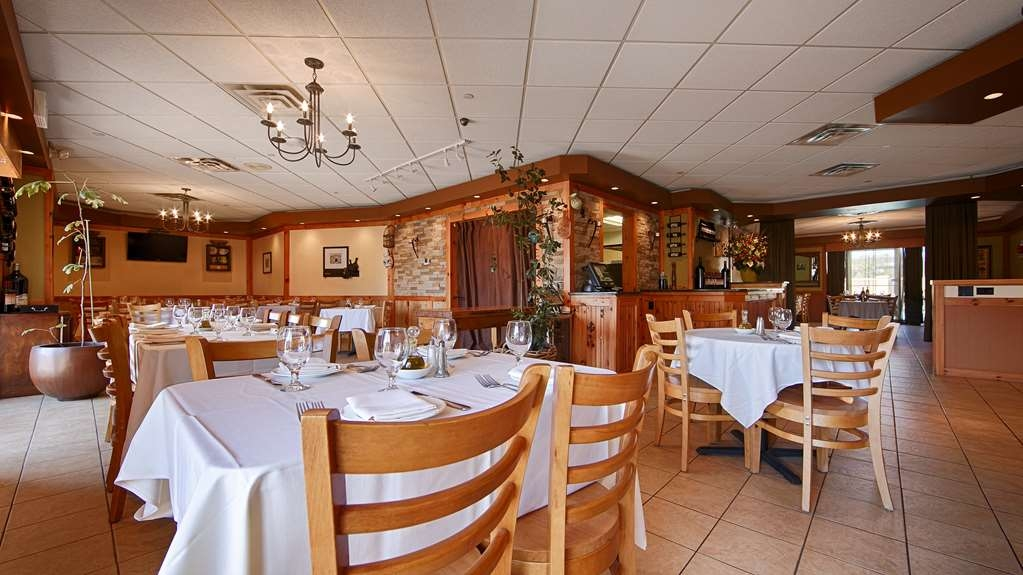 Best Western Mill River Manor - bar and grill