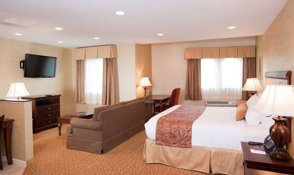 Best Western Plus Vineyard Inn & Suites - Our Deluxe King Suite is the largest hotel room on Keuka Lake.