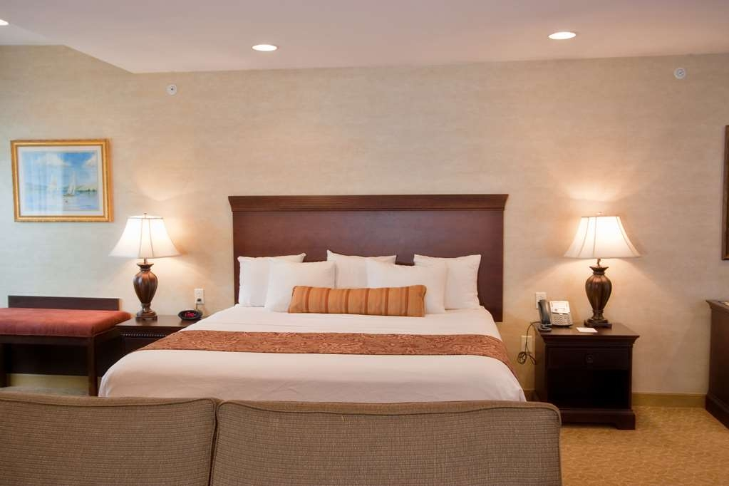 Best Western Plus Vineyard Inn & Suites - Deluxe King Bed.