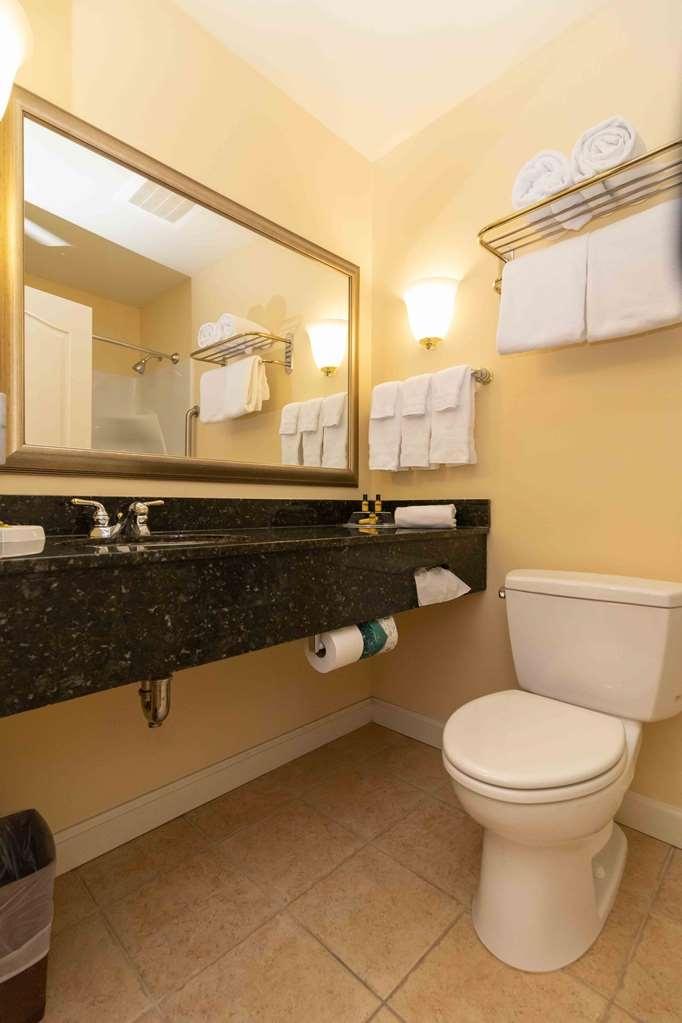 Best Western Plus Vineyard Inn & Suites - Guest Bathroom