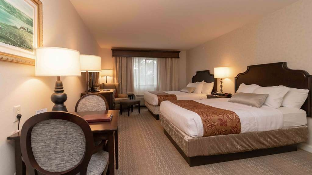 Best Western Plus Vineyard Inn & Suites - The Double Queen Room features a flat Screen T.V. and Mini Refridgerator.