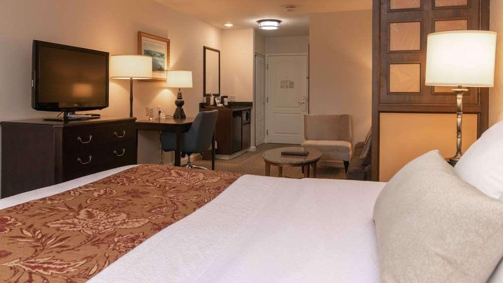 Best Western Plus Vineyard Inn & Suites - King Suite