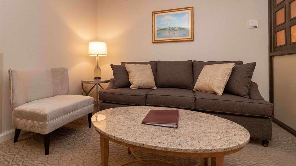 Best Western Plus Vineyard Inn & Suites - King Suite sitting area.