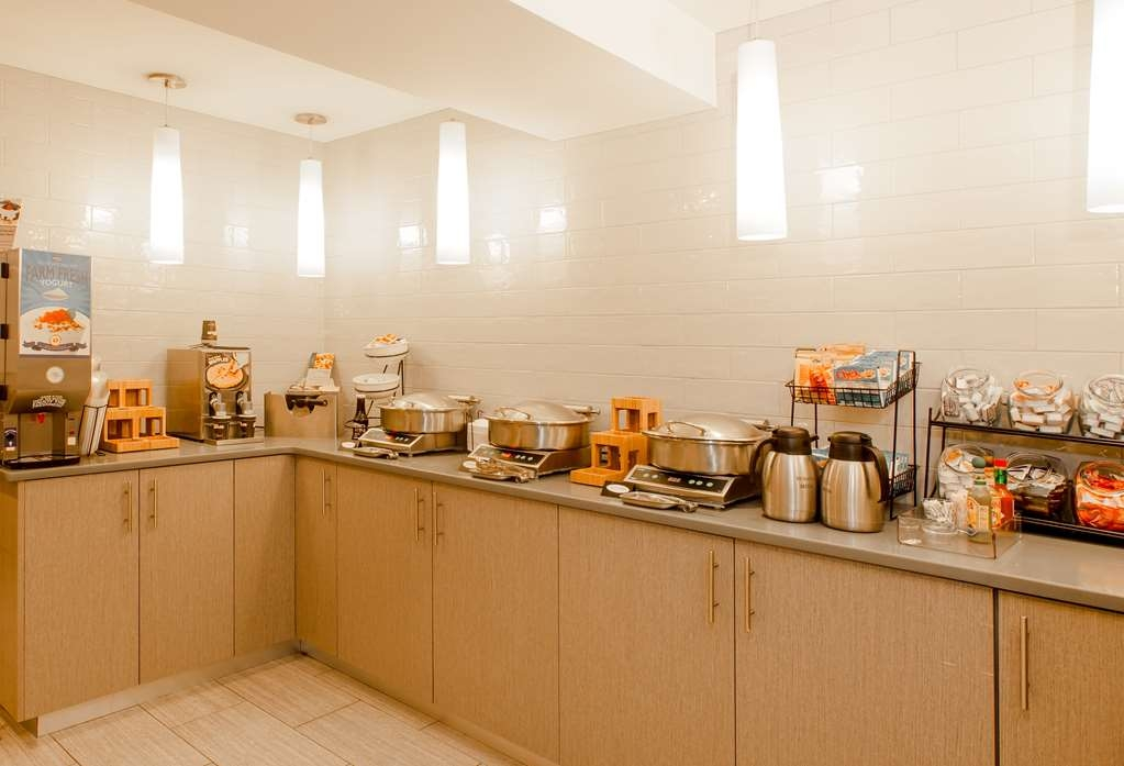 Best Western Bowery Hanbee Hotel - Fuel your day with a Complimentary Hot American Breakfast!