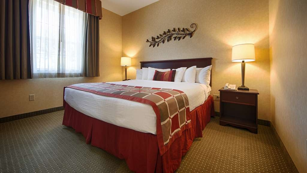 Best Western Plus Ticonderoga Inn & Suites - King Spa Suite with Fireplace