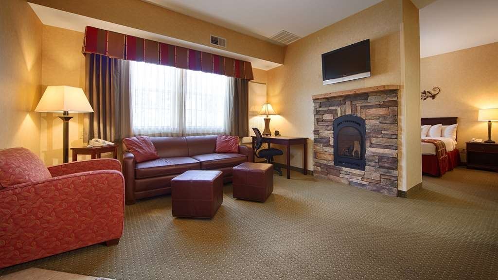 Best Western Plus Ticonderoga Inn & Suites - Book our deluxe king suite and relax the night away in our in-room whirlpool spa.