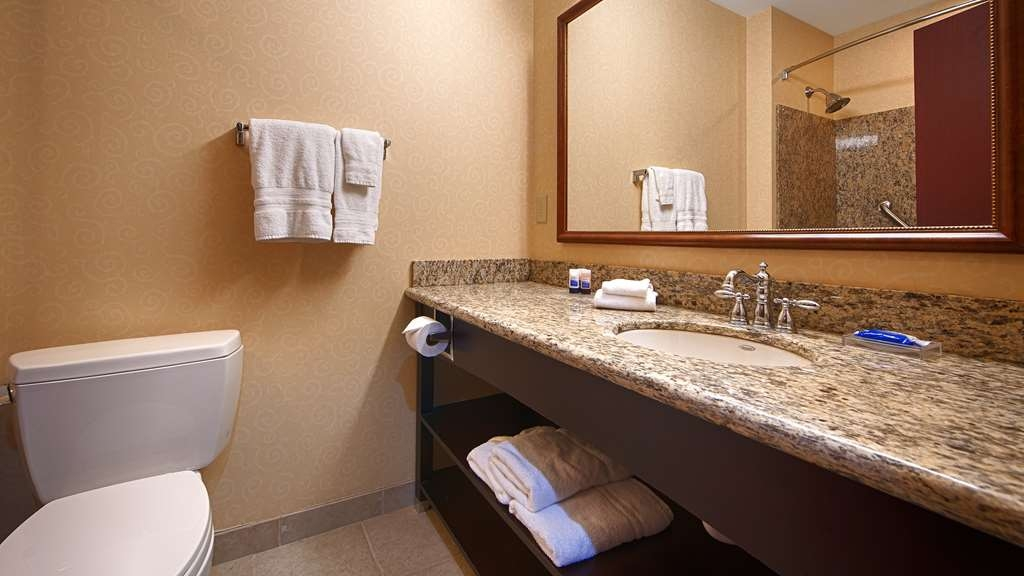 Best Western Plus Ticonderoga Inn & Suites - Enjoy getting ready for a day of adventure in this fully equipped guest bathroom.