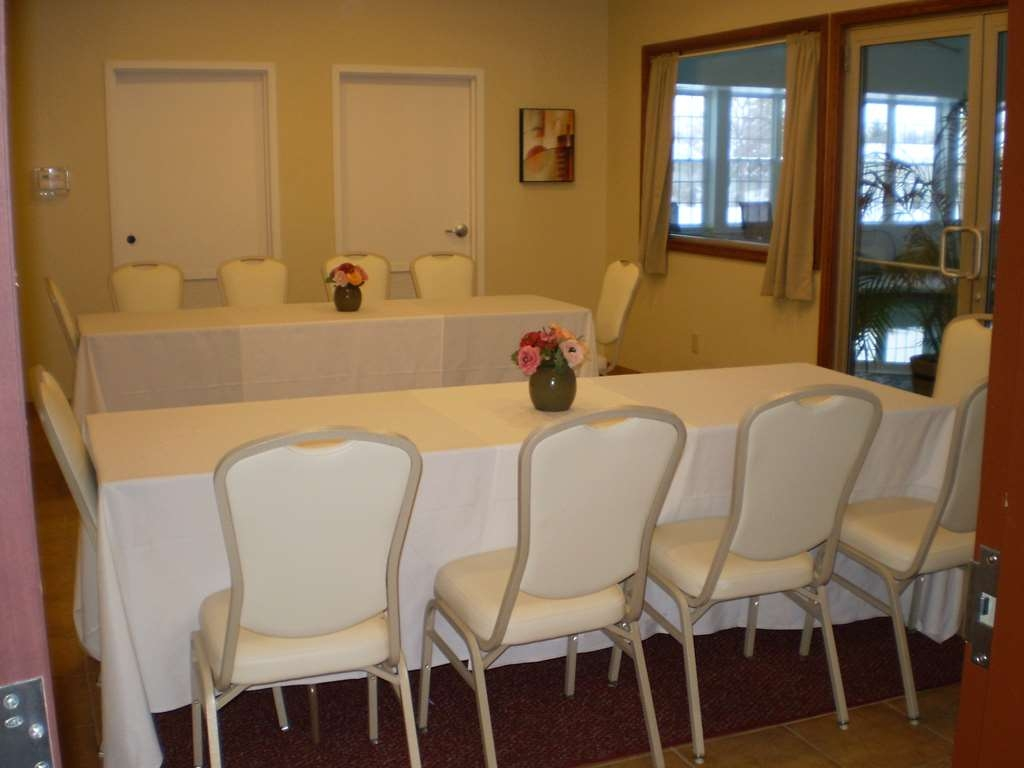 Best Western Plus Ticonderoga Inn & Suites - The Stillwater room gives you and your guests a more intimate atmosphere.
